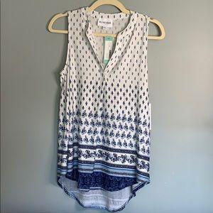 Olive + Oak split neck hi low sleeveless knit top
